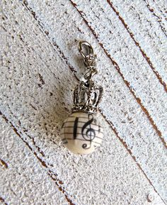 Charm pearl music with crown by Charmecharming 6,00 €
