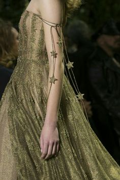 Fashion show Christian Dior Spring-summer 2017 Haute couture -. - Fashion show Christian Dior Spring-summer 2017 Haute couture -… - Christian Dior Couture, Dior Haute Couture, Style Couture, Couture Fashion, Runway Fashion, Fashion Show, Fashion 2017, Fashion Spring, Dress Fashion