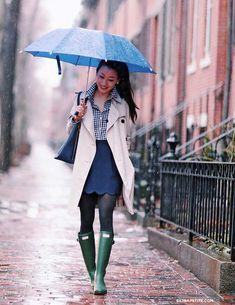 extra petite blogger jean wang asos scallop hem skirt and hunter boots