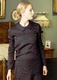 however-whatever-whenever via downtonobsession: Mrs. Anna Bates | Downton Abbey 6x08 (important baby Bates photo brightening *ahem*) ..rh