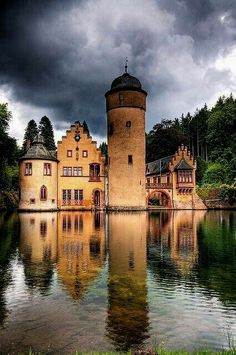 Schloss Mespelbrunn (Mespelbrunn Castle) is a beautiful medieval moated castle situated between Frankfurt and Würzburg, Germany. Open for visits March through November. Beautiful Castles, Beautiful Buildings, Beautiful Places, Amazing Places, Wonderful Places, Chateau Medieval, Medieval Castle, Places To Travel, Places To See