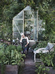 Scandinavian exterior design, Inspiration for vegetable garden allotment… Greenhouse Plans, Greenhouse Gardening, Greenhouse Frame, Small Greenhouse, Gardening Tools, Organic Gardening, Greenhouse Kitchen, Greenhouse Growing, Balcony Gardening