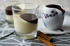 Alb și negru, scorțișoară și vanilie, lapte și ciocolată, cald și rece; perechi complementare care ne fac conving că sunt două părți opuse ale aceluiași întreg. Le gust împreună și complementaritatea se transformă în simetrie.