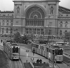Keleti pályaudvar... Old Pictures, Old Photos, Light Rail, Commercial Vehicle, Budapest Hungary, Public Transport, Historical Photos, Exterior, History