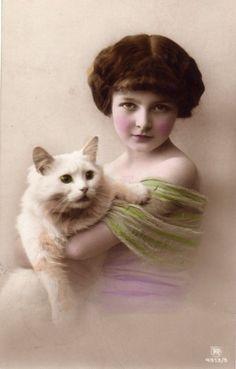 画像2: アンティーク ポストカード*白猫を抱いた美少女