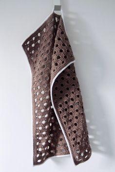 Hæklet køkkenhåndklæde med hulmønster Crochet Towel, Crochet Potholders, Knit Crochet, Crochet Kitchen, Color Patterns, Crochet Projects, Diy And Crafts, Crochet Patterns, Knitting