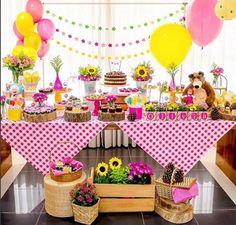 Fiesta Masha y el Oso Picnic Birthday, Bear Birthday, 4th Birthday Parties, Girl Birthday, Party Decoration, Birthday Decorations, Masha Et Mishka, Marsha And The Bear, Fete Emma