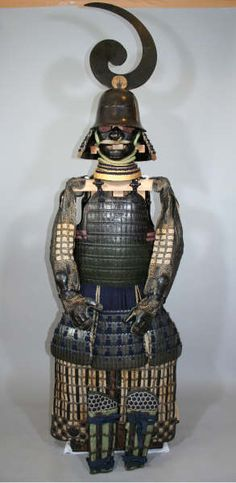 Completely Matching Daimyo Grade Hosokawa Clan Armor, circa early 1600s, Hosokawa Clan Zudate Etchu zunari kabuto, hon iyozane maru dou gusoku. REGION: Etchu/Kumamoto. The dou is constructed completely of individual hon iyozane (large lobed scales) as opposed to kiritsuke iyozane, which are plates made to look like scale, it is also a maru dou (no hinge).