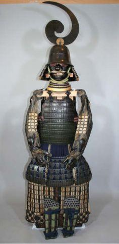 Completely Matching Daimyo Grade Hosokawa Clan Armor, circa early 1600s, Hosokawa Clan Zudate Etchu zunari kabuto, hon iyozane maru dou gusoku.   REGION: Etchu/Kumamoto.