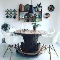 Ugens instagrammer: @morrisseymmm   Boligmagasinet.dk Kabeltrommel som bord <3 Kitchen Dining, Dining Room, Recycling, Nordic Home, Home Crafts, Home Goods, Sweet Home, New Homes, House Design