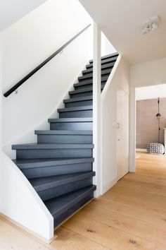 Staircase Handrail, Painted Staircases, Painted Stairs, Staircase Design, Loft Design, House Design, Stair Renovation, Laundy Room, Forest Cottage