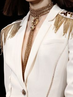 Shared by JUSTINE. Find images and videos about fashion, white and model on We Heart It - the app to get lost in what you love. Gold Fashion, Fashion Details, Fashion Design, Dandy, Versace, Couture Collection, Alternative Fashion, Dapper, Menswear