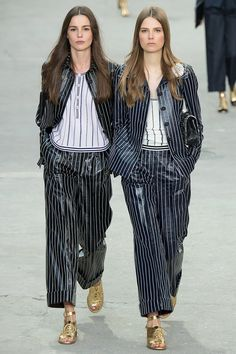 Chanel Spring 2015 Ready-to-Wear Fashion Show - Eleonore Toulin (FORD), _left_ Primavera Chanel, Chanel 2015, Chanel Paris, Chanel Runway, 2015 Fashion Trends, 2015 Trends, Power Dressing, Fashion Week Paris, Fashion Show