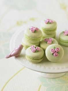 decorated key lime macarons