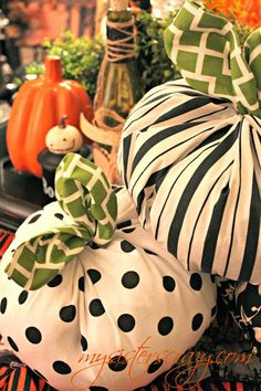 My Sister's Crazy!: FABRIC PUMPKINS...NO SEW!