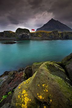 131 Little Lonely Houses For The Solitary Soul Enlace permanente a Península de Snaefellsnes, Islandia Oh The Places You'll Go, Places To Travel, Places To Visit, World Of Concrete, Iceland Island, West Iceland, Voyage Europe, House Landscape, All Nature