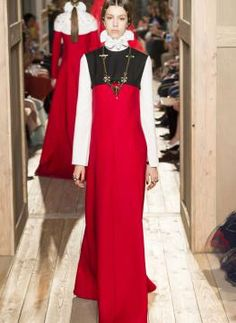 Elizabethan and monastic style, also vaguely inspired by the Tudor reign, the new high fashion fall/winter 2016-17 collection by Valentino, the last big name that closed the Paris haute couture fashion week, is rigorous and refined, quite serious and classic, absolutely perfect for ladies who like to wear stylish look that they have a  retro allure - See more at: http://catwalkvalentino.ufashon.com/catwalk/fw-2016-17