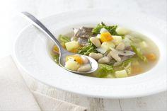 Recette de Garbure béarnaise, La garbure est un plat traditionnel des Pyrénées, et plus spécialement de Bigorre. C'était le repas du pauvre et bien souvent son plat unique.