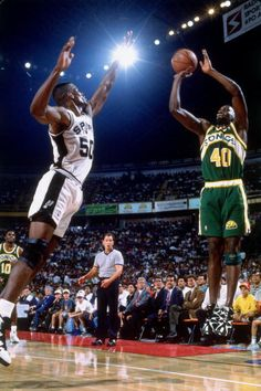 Shawn Kemp of the Seattle SuperSonics shoots a jump shot against David Robinson of the San Antonio Spurs at the Alamodome on November 25 1994 in San...
