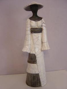 dsc00230.jpg - Sculpture,  8x31x9 cm ©2014 par Christine Lavoute -                                            Céramique, Personnes, raku - terre cuite  - femme -
