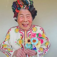 Chinami Mori, a Japanese fashion designer from Japan, has found the perfect model for her creations - her grandmother, Emiko Instagram Blog, Instagram Models, Old Lady Cartoon, Happy As A Clam, Japanese Fashion Designers, Perfect Model, Rare Birds, Advanced Style, Old Models