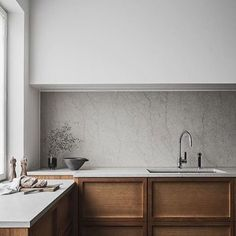 Simplicity is key. A marble splash back, timber cupboards and crisp white! Too good @thelittleinterior  #home #kitchen #style #house #Interiors #design #marble #interiordesign