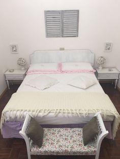 La stanza romantica  Letto panca comodini e lampade... tutto restaurato e shabbato da me