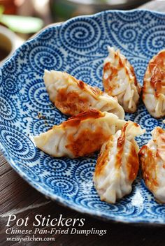 Pot stickers is a Chinese New Year dish with great significant. Try this delicious dumplings recipe today! Pork Recipes, Asian Recipes, Chicken Recipes, Cooking Recipes, Chinese Recipes, Oriental Recipes, Oriental Food, Recipies, Pot Stickers Recipe