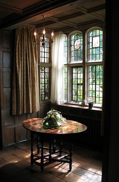 Window and table, Long Gallery, Packwood House. Timber-framed Tudor manor house near Lapworth, Warwickshire.