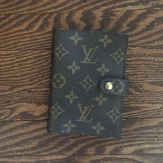 """Louis Vuitton card case wallet binder / organizer Louis Vuitton card case five ring binder / organizer 4.25 x 3.75 """" , holds 3 credit cards plus 2 large pockets for cash, business cards, notepad and receipts! Louis Vuitton Accessories Key & Card Holders"""