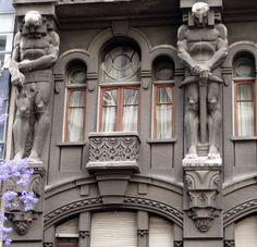Buenos Aires, 1914 Historical Architecture, Art And Architecture, Architecture Details, Okinawa, Lion Monument, Art Nouveau, Sculpture Art, Sculptures, Exotic Art