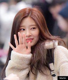 Korean Model, Korean Singer, Yu Jin, Japanese Girl Group, Kim Min, Female Singers, The Wiz, Pretty Face, Entertainment