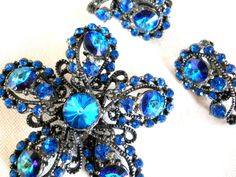 Weiss Brooch & Earring Set Bermuda Blue Rivoli Rhinestones Gunmetal Setting Signed Vintage by JanesVintageJewels on Etsy