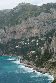 Coastline in Capri Italy | photography by http://www.lauraivanova.com/