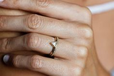 Minimalist Engagement Rings | Weddbook.com