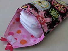 Diaper carrier next sewing project? Baby Sewing Projects, Sewing For Kids, Sewing Tutorials, Diaper Clutch Tutorial, Bitty Baby, Baby Patterns, Sewing Patterns, Baby Crafts, Pouch