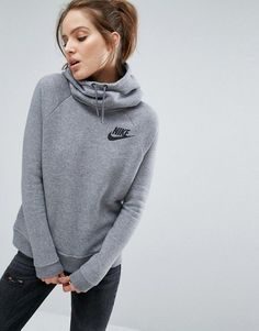 Nike Nike Pullover Hoodie In Grey With Small Futura Logo - I just found this at a second hand store. Legging Outfits, Sporty Outfits, Nike Outfits, Estilo Nike, Pullover Outfit, Nike Pullover Hoodie, Nike Sweatpants, Grey Sweatshirt, Teen Fashion