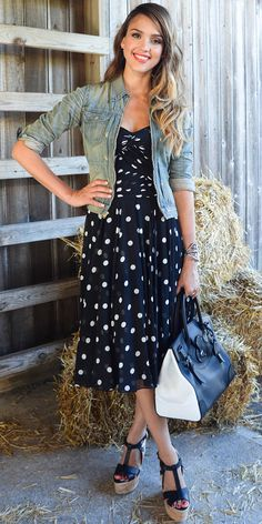 08/07/13: At the Ralph Lauren Girls Fashion Show in the Hamptons, Jessica Alba dressed to the nines in head-to-toe Ralph Lauren: A Black Label polka dot dress, denim jacket, a statement cuff, a two-toned carryall and platform cork sandals. #lookoftheday