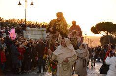 Boom di visitatori per la rappresentazione finale del Presepe Vivente, con l'arrivo dei Re Magi nelle vie del centro storico di Tarquinia. Sono stati più di 3100 gli ingressi per la rievocazione del giorno dell'Epifania, che si è conclusa con lo spettacolo dei fuochi di artificio in piazza Cavour. L'edizione 2014 si chiude così con oltre 6800 visitatori.