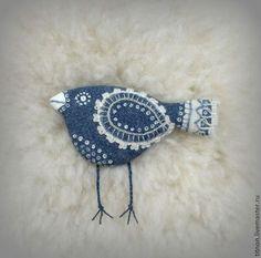 Брошь текстильная (джинсовая). Синяя птица. Handmade.