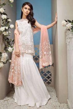 indian fashion Jewellery -- Click VISIT link for more details Simple Pakistani Dresses, Pakistani Fashion Casual, Pakistani Outfits, Indian Dresses, Indian Outfits, Indian Fashion, Desi Wedding Dresses, Pretty Prom Dresses, Party Wear Dresses