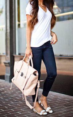 Sommer - casual - blaue Skinny-Jeans, weißes Tshirt, Ballerinas