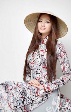 Vietnamese beauty in Vietnam traditional dress (ao dai)