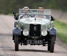 Matthew and Lady Mary go for a drive in Downton Season 3