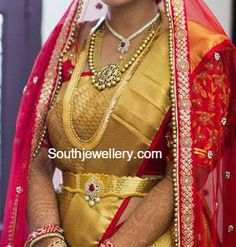 Bride in Antique Gold Jewellery - Indian Jewellery Designs Antique Jewellery Designs, Indian Jewellery Design, Gold Earrings Designs, Necklace Designs, Indian Jewelry, Gold Jewelry For Sale, Mens Gold Jewelry, Gold Jewellery, Baby Jewelry
