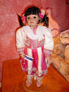 Native American Indian Woman & Papoose Baby Porcelain Doll Kelly J RuBert Porcelain Doll Makeup, Porcelain Dolls Value, Porcelain Jewelry, China Porcelain, Porcelain Tiles, Dolls For Sale, Child Doll, Harajuku, Tea Cups
