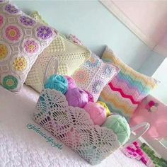 This Pin was discovered by Ayl Crochet Pincushion, Crochet Mug Cozy, Crochet Potholders, Crochet Cushions, Crochet Pillow, Crochet Cross, Crochet Home, Crochet Motif, Crochet Baby