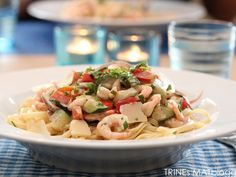 Pasta med paprika, squash og reker Norwegian Food, Pasta Dishes, Pasta Salad, Squash, Potato Salad, Lunch, Dining, Eat, Ethnic Recipes