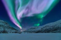 The sky exploding - Tromsø Norway [2560 x 1709] http://ift.tt/2jS3HeL