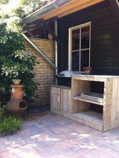 Buiten keuken van steigerhout